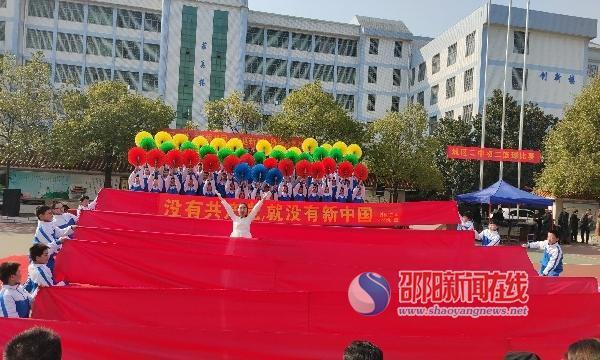 """邵东市城区二中开展""""热爱祖国 喜迎新年""""班级合唱比赛"""