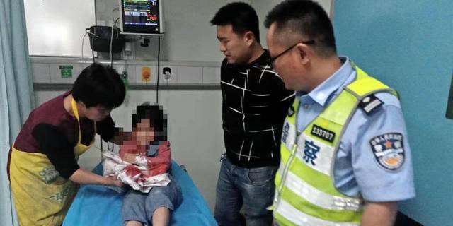 """受伤女童急需送医,晚高峰沭阳城区开出一条""""绿波带"""""""