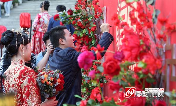 """快看!湖南医药学院这场教职工集体婚礼真""""博眼球"""""""