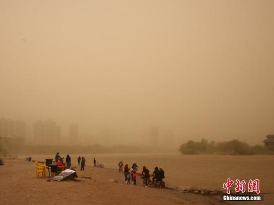 沙尘暴蓝色预警发布:内蒙古、新疆局地有沙尘暴