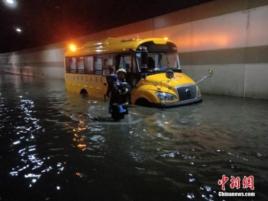 资料图:5月17日,四川省广元市多地发生强降雨。图/苗志勇
