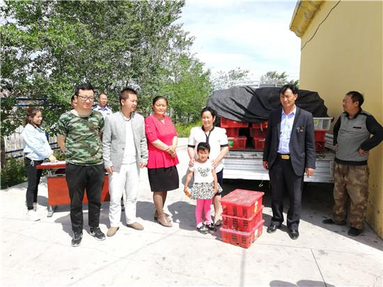 """新疆托里县:爱心鸡仔""""领跑""""贫困残疾人奔向小康"""