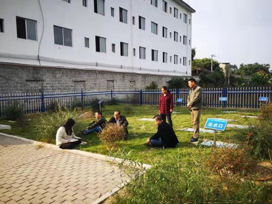 """广西恭城县:污水处理化矛盾 """"小公园""""里有笑声"""
