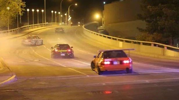 多台日系经典车街头上演漂移,17名司机被警方逮捕!