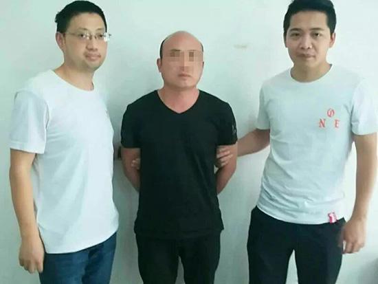 犯罪嫌疑人曲某被怀化铁路公安处民警抓获。警方供图