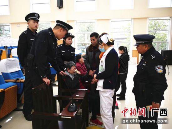 临桂法院宣判组织、领导传销案 一被告人突发疾病现场急救