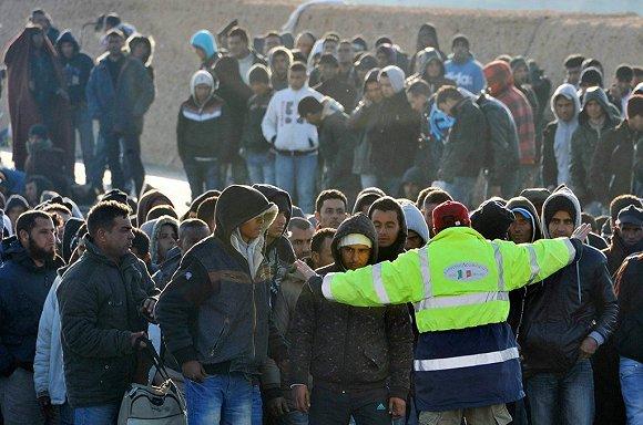 意大利南部海岸线上的非法移民。图片来源:Eurepean Pressphoto Agency