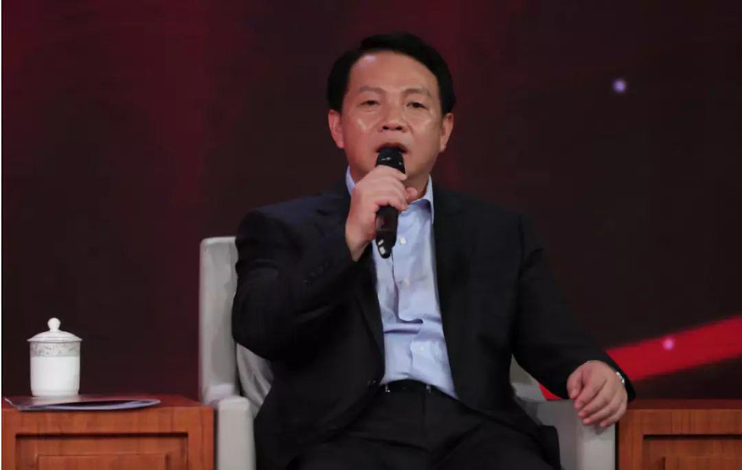 △王洪祥在现场回答网友提问(刘会成摄)