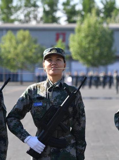 """女空管入选民兵方队,从替补""""踢到""""主力"""