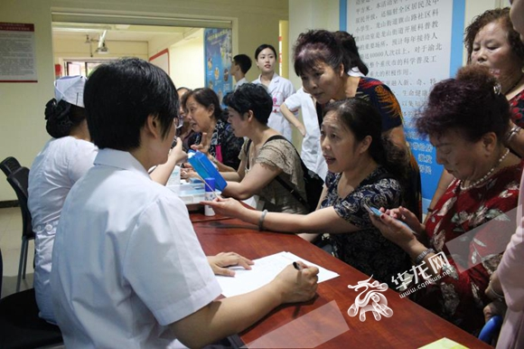 """重庆渝北:龙山街道共建单位进社区 健康服务""""慧""""不停"""