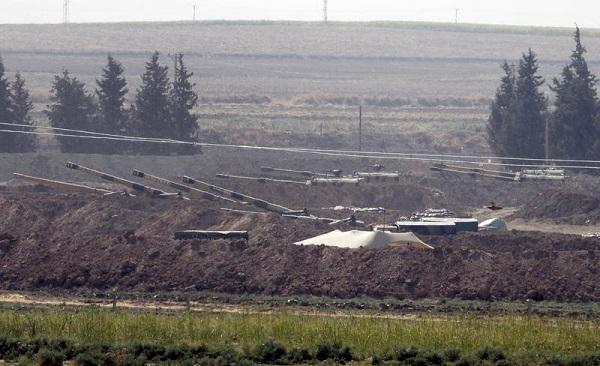 """土耳其袭击""""叙利亚民主军""""阵地"""