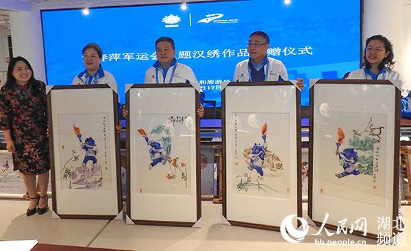 非遗汉绣传承人黄春萍捐赠32幅佳作献礼第七届世界军人运动会