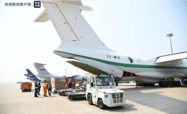 5架外国军机同天赴上海浦东机场,自提防疫物资