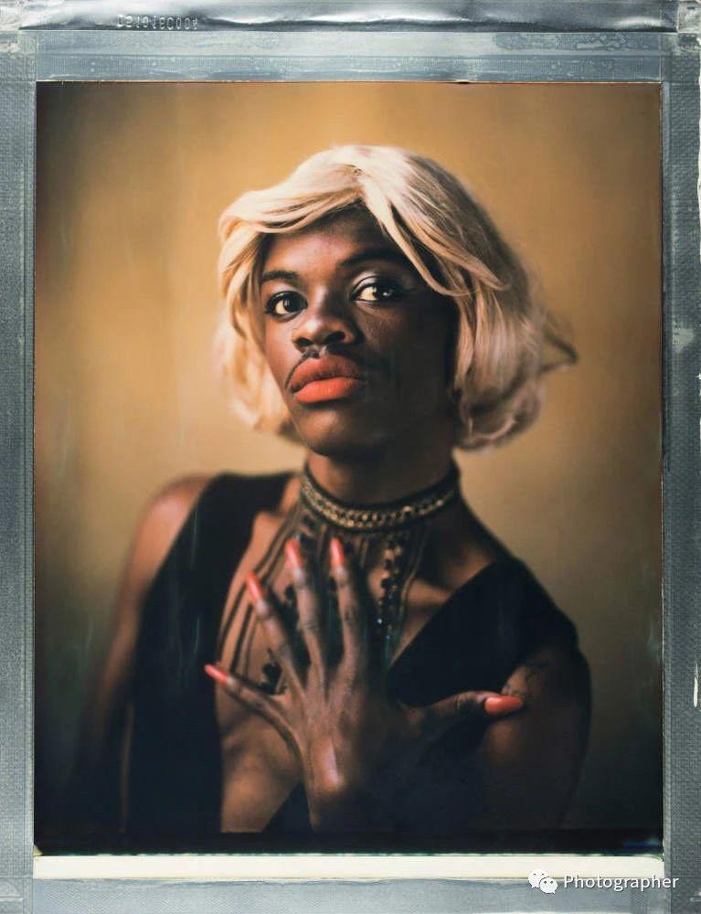 作为跨性别人士,塔莎只有在万不得已的情况下才走出房门\n\n\nfoto by  罗宾·哈蒙德