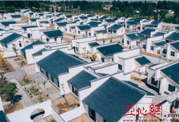 克拉玛依市乌尔禾镇:蓝瓦白墙四方院 特色