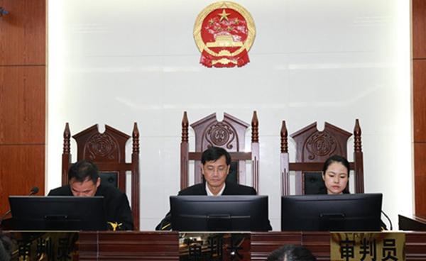 广西钦州中院代院长李忠林开庭审理一起民间借贷纠纷案件
