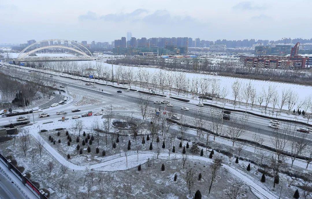 下雪了!如今除石银高速小型轿车正常通行外,