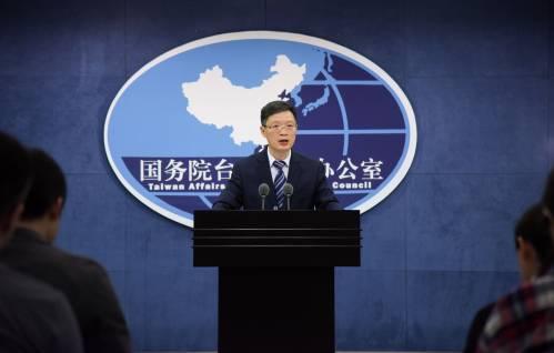 3月28日,国台办发言人安峰山在发布会上回答记者提问。