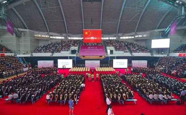 3000余清华本科学生毕业,校长寄语:做内心想做