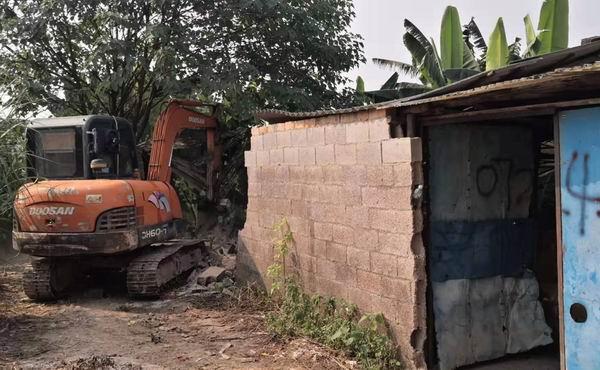 高新区拆除北湖园艺场非法私宰点。