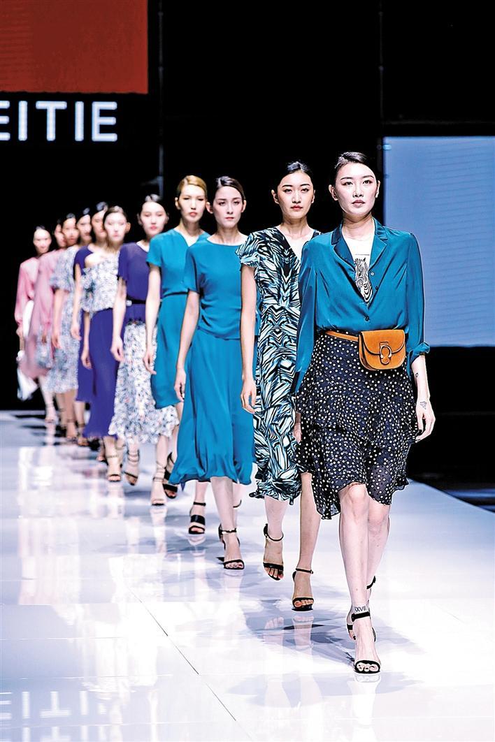 大浪时尚小镇刮起2020春夏趋势流行风