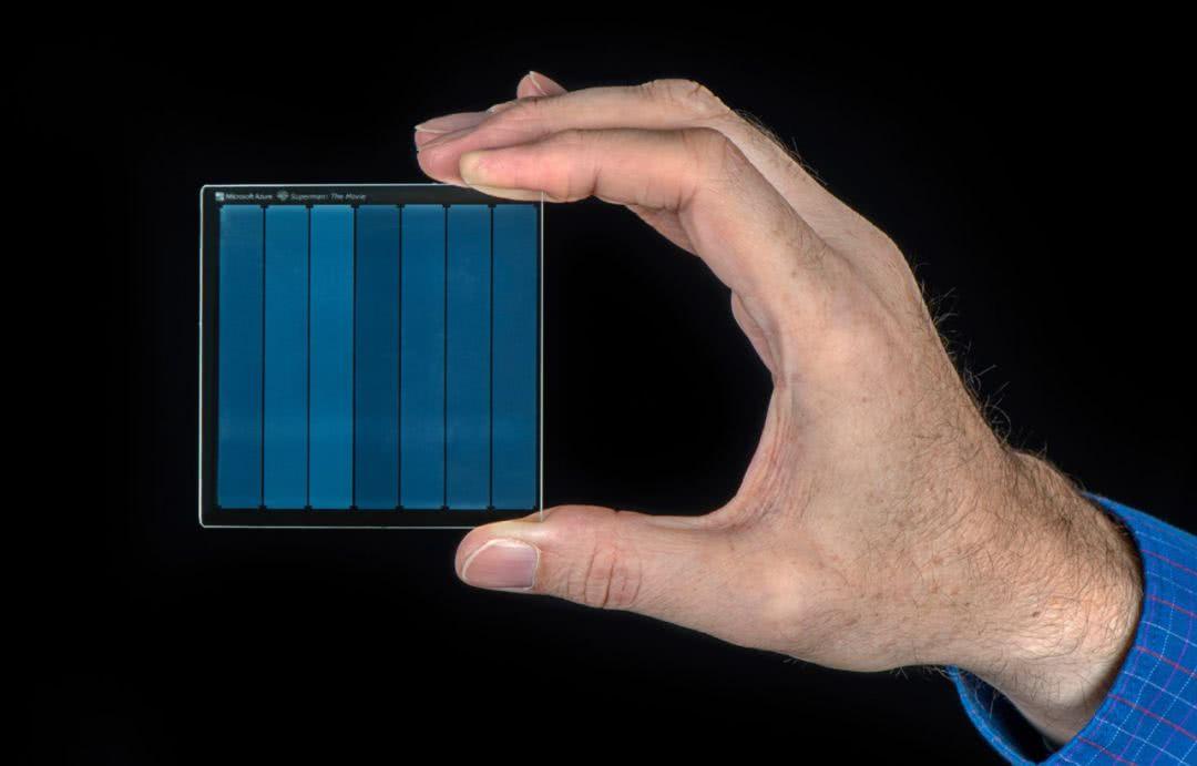 """微软""""玻璃硬盘""""问世:2毫米杯"""