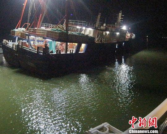 台风登陆前南海救助局成功撤离湛江龙王湾33名涉险渔民
