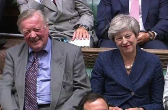 正在本周两的议会曲播中,拍照师抓拍到特蕾莎·梅的脸色(滥觞:英都城市报网站)