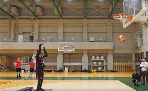 丰田制造出完美的篮球罚球机器人 百发百中