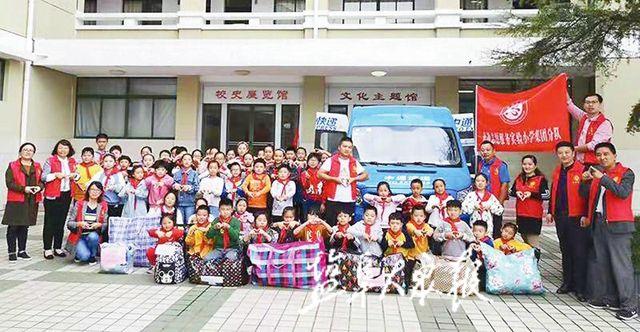 【暖新闻】小学生捐赠物资 快递企业免运费 爱心物资一路畅通到陕西铜川