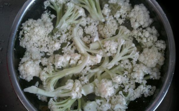 干煸花菜牢记三个诀窍,花菜清脆可口、香味扑鼻,吃一次还想再吃