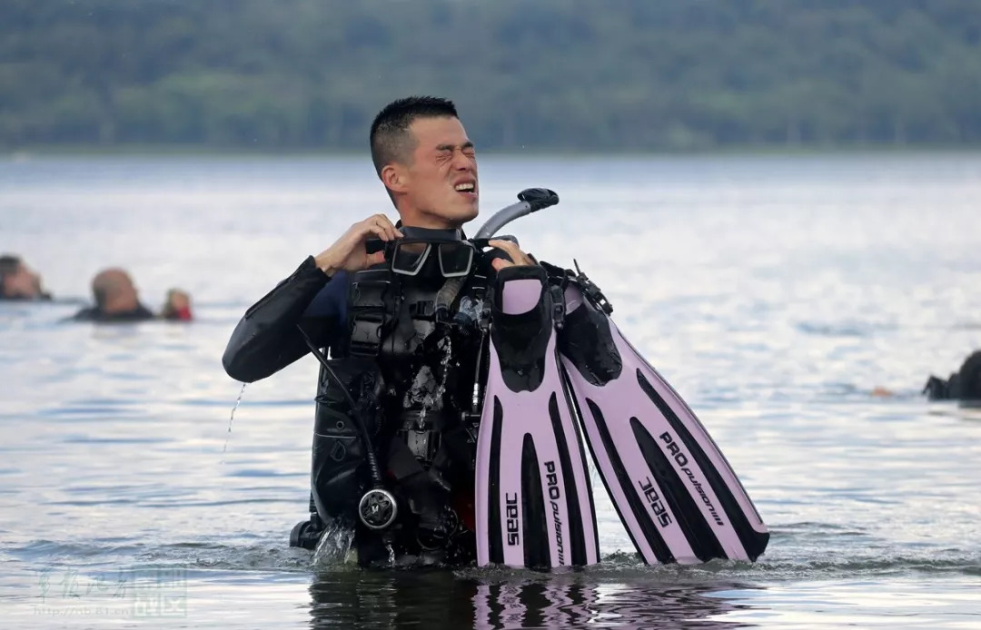 """直击中国海警部队蛙人的""""白加黑""""!"""