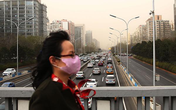 2018年3月28日,北京,大众戴口罩出行。视觉中国 图