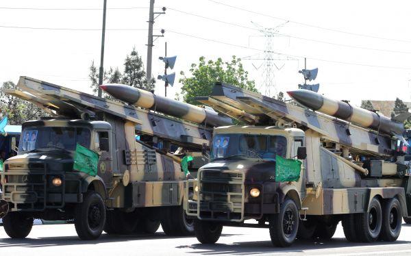 資料圖片:伊朗閱兵式上的地對地導彈方隊。(圖片來源於網絡)