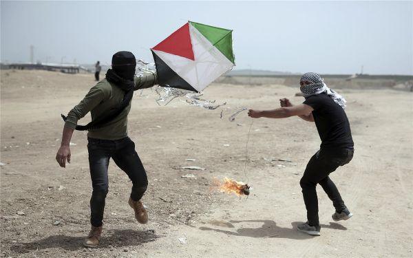 中东上演低技术军备竞赛:玩具无人机对战风筝
