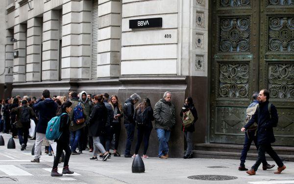 """英媒:为""""避免更大的灾难"""" 阿根廷实施资本管制"""