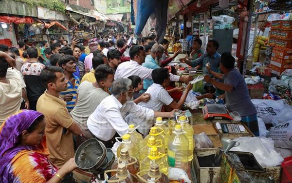 食盐危机谣言引发恐慌 孟加拉国民众抢完洋葱又抢盐