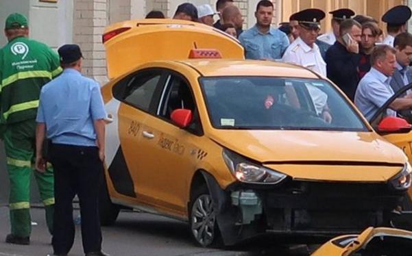 莫斯科市中心发生一起出租车撞向行人事件。(图片来源:BBC)