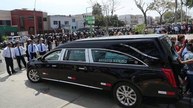 秘鲁前总统自杀身亡,枪支来自军队