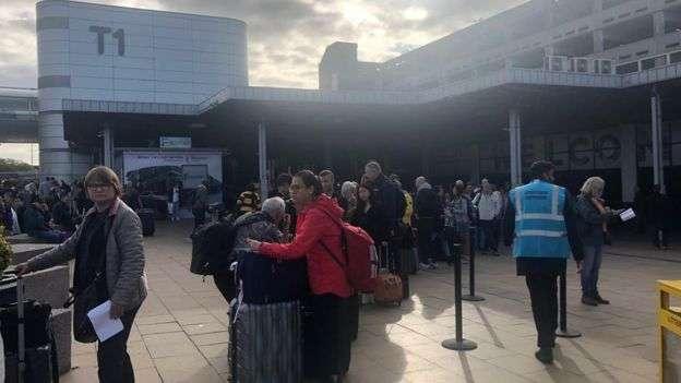 英国曼彻斯特机场火车站发现可疑包裹 路面交通瘫痪数小时后恢复