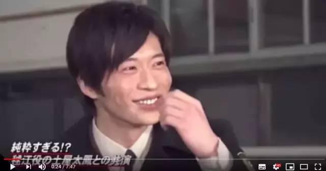 两人一首出外景买东西时,田中圭一脸愉快地说感觉两人在约会。
