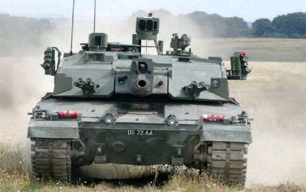 """材料图片:装备""""好杜莎""""晋级组件的英军新型""""应战者2""""坦克。(英国防部民网)"""