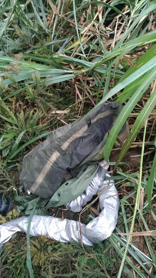 """台湾登山客找到疑似F-16战机的残骸(图片来源:""""东森新闻云"""")"""
