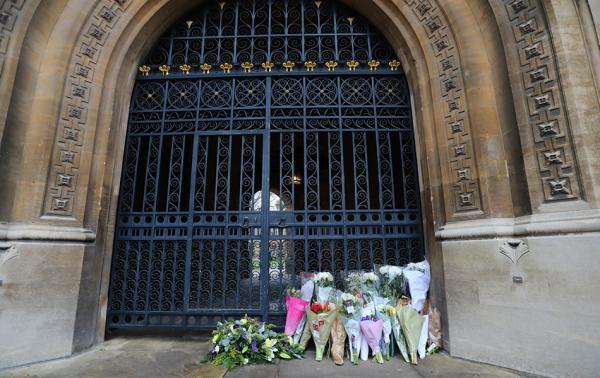 英国理论物理学家史蒂芬·霍金的葬礼在剑桥大学冈维尔-凯厄斯学院附近的圣玛丽教堂举行。东方IC 图