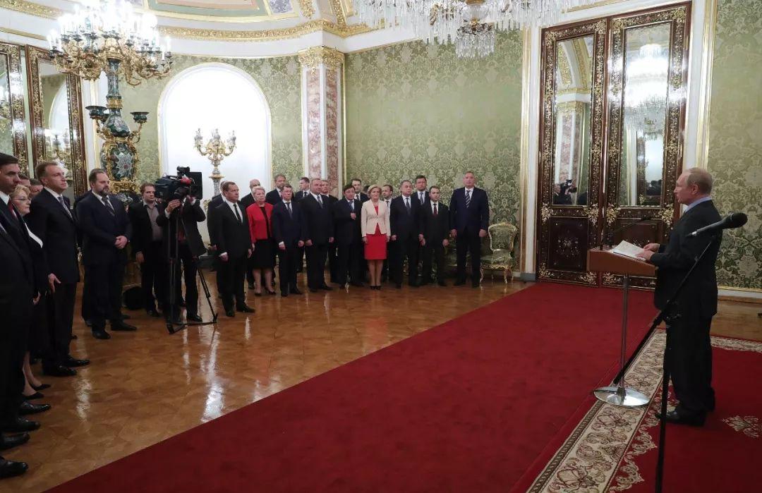 △当地时间2018年5月6日,俄罗斯莫斯科,俄罗斯总统普京6日在克里姆林宫召集了俄政府成员,并对他们的工作表示感谢。