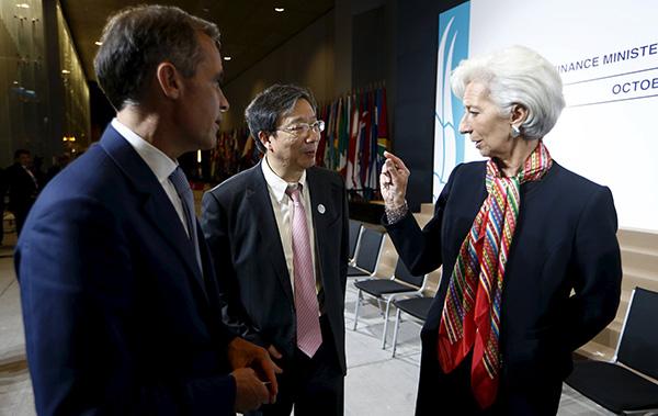 当地时间2015年10月8日,秘鲁利马,国际货币基金组织(IMF)及世界银行年会和20国集团财长与央行行长会议在秘鲁首都利马召开。易刚(中)。视觉中国 资料