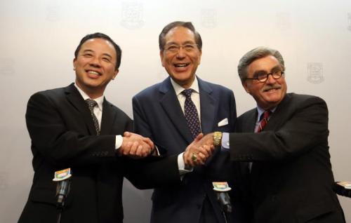 香港大学候任校长张翔(左)。图片来源:香港《大公报》