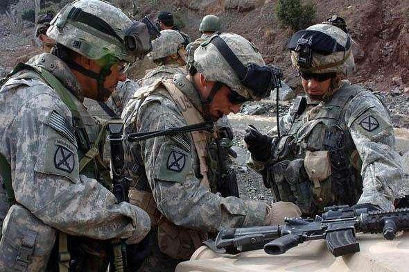 图为驻日美军正在进行训练