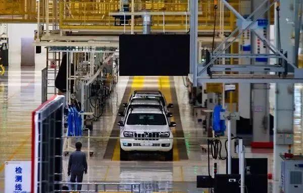 国产又出硬派越野,搭4.6L V8发动机!一看外观丰田陆巡都懵了