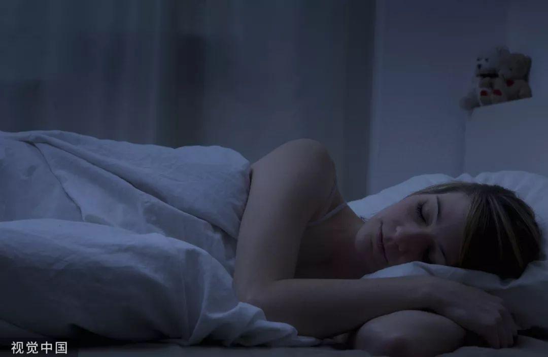 美媒:为什么有人睡眠少身体棒?